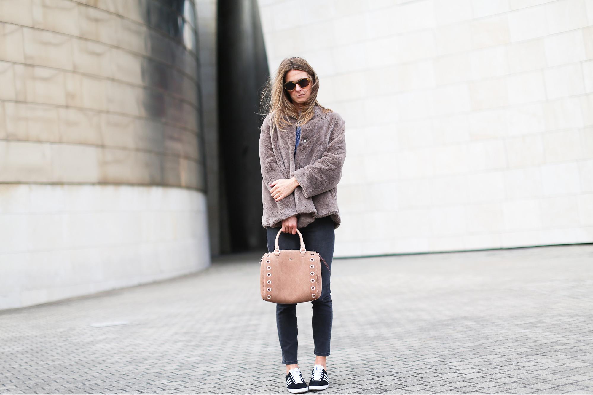 Clochet_streetstyle_fashionblogger_bilbao_guggenheim_purificaciongarcia_bolsoante_adidasgazelle-3