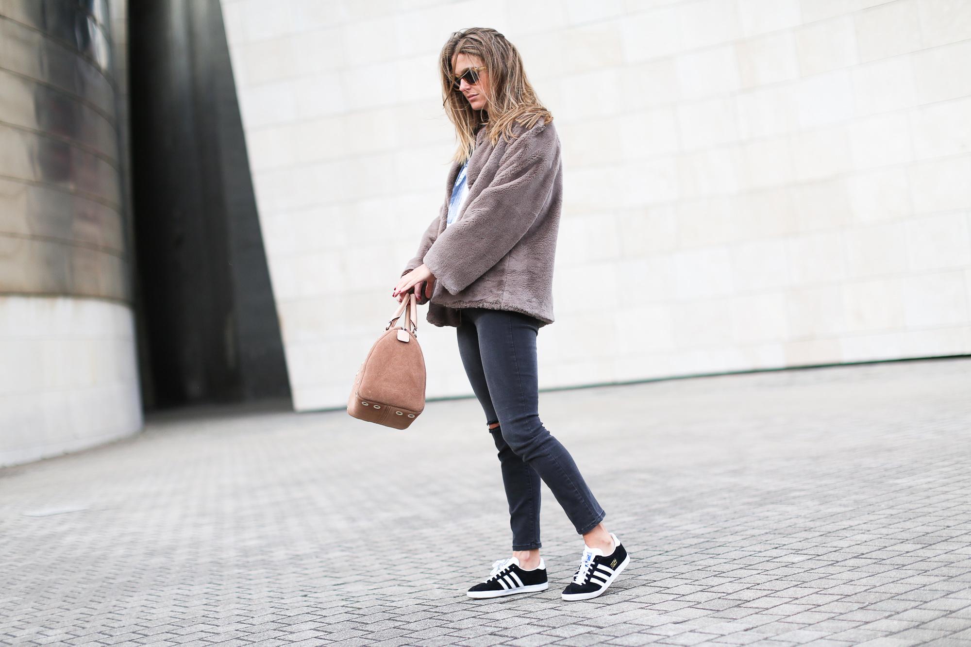 Clochet_streetstyle_fashionblogger_bilbao_guggenheim_purificaciongarcia_bolsoante_adidasgazelle-4