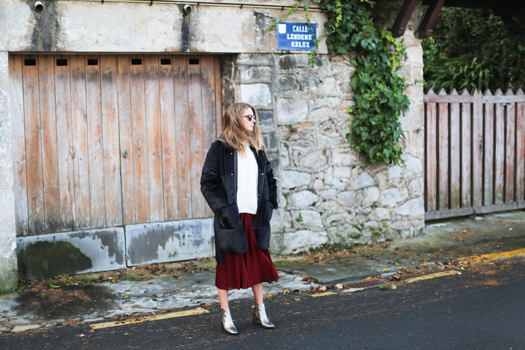 Clochet_streetstyle_fashionblogger_elcorteingles_gloriaortizbotinesbronce_faldaplisadarojaamitie-12