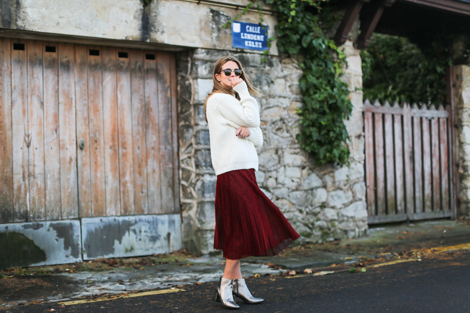 Clochet_streetstyle_fashionblogger_elcorteingles_gloriaortizbotinesbronce_faldaplisadarojaamitie-8