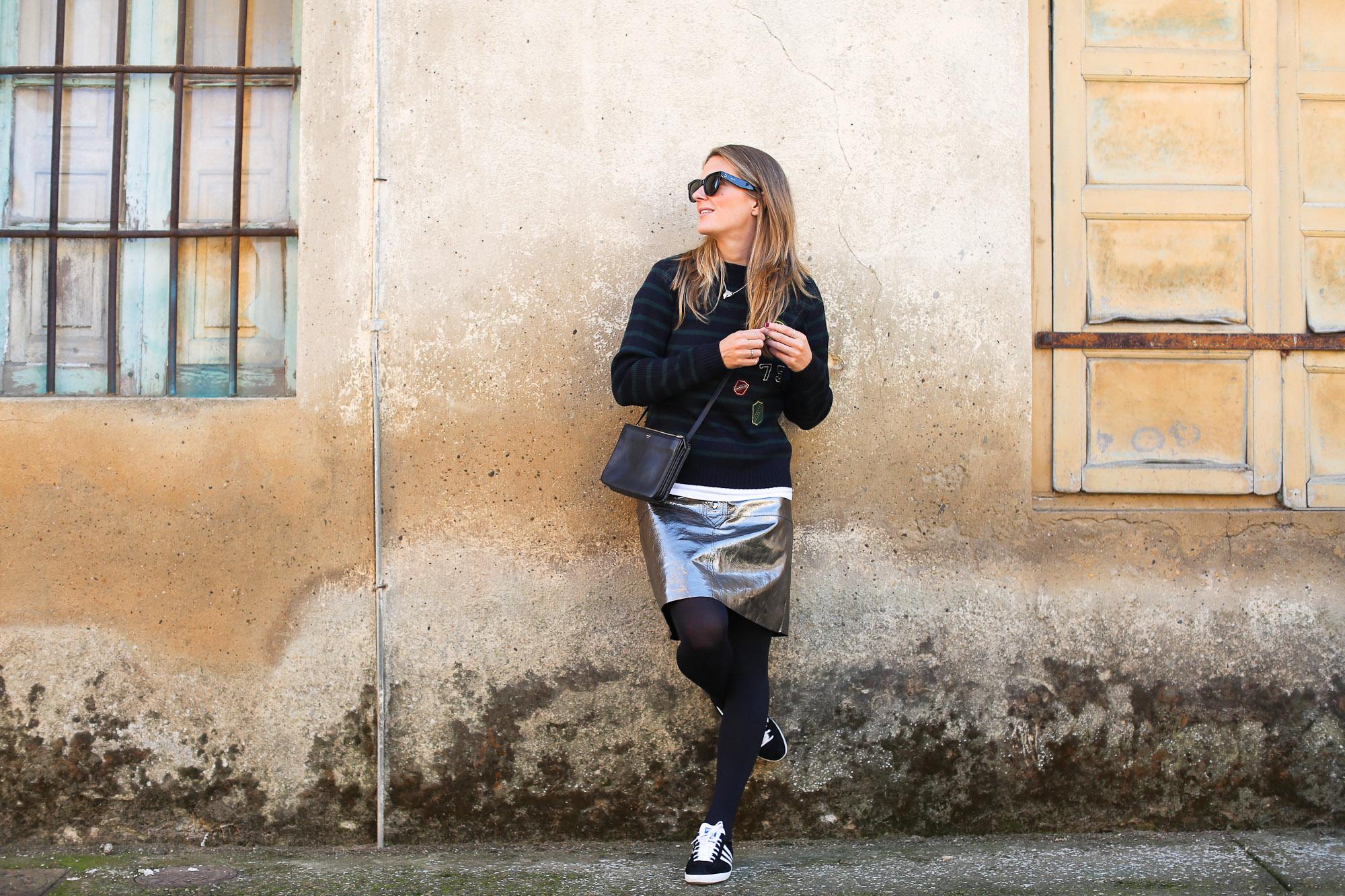 Clochet_streetstyle_fashionblogger_zarametallicleatherskirt_claudiepierlot_stripedknit_adidasgazelle-2