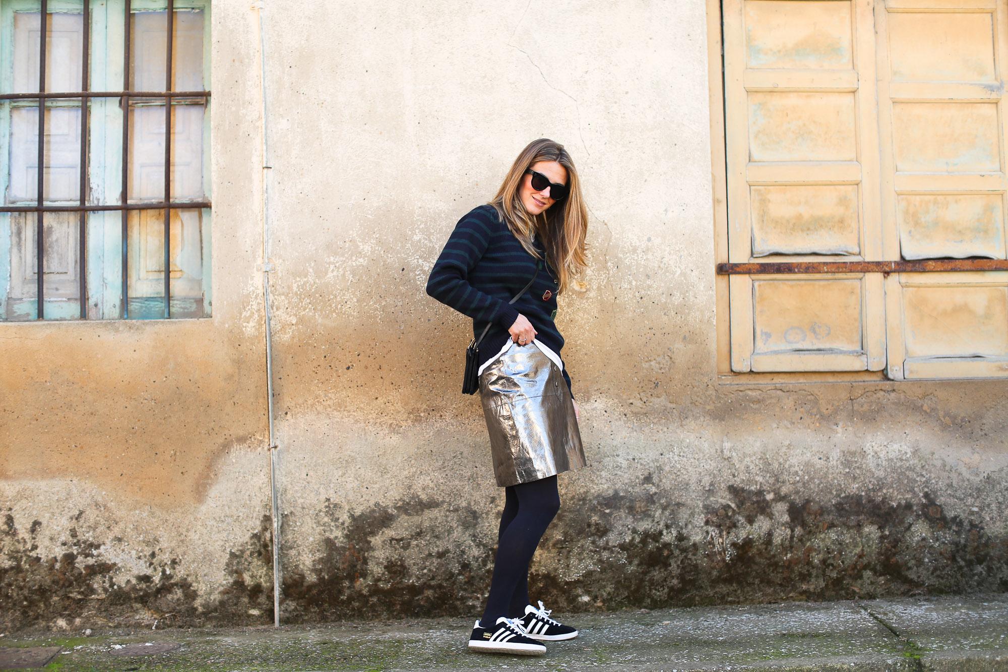 Clochet_streetstyle_fashionblogger_zarametallicleatherskirt_claudiepierlot_stripedknit_adidasgazelle-3