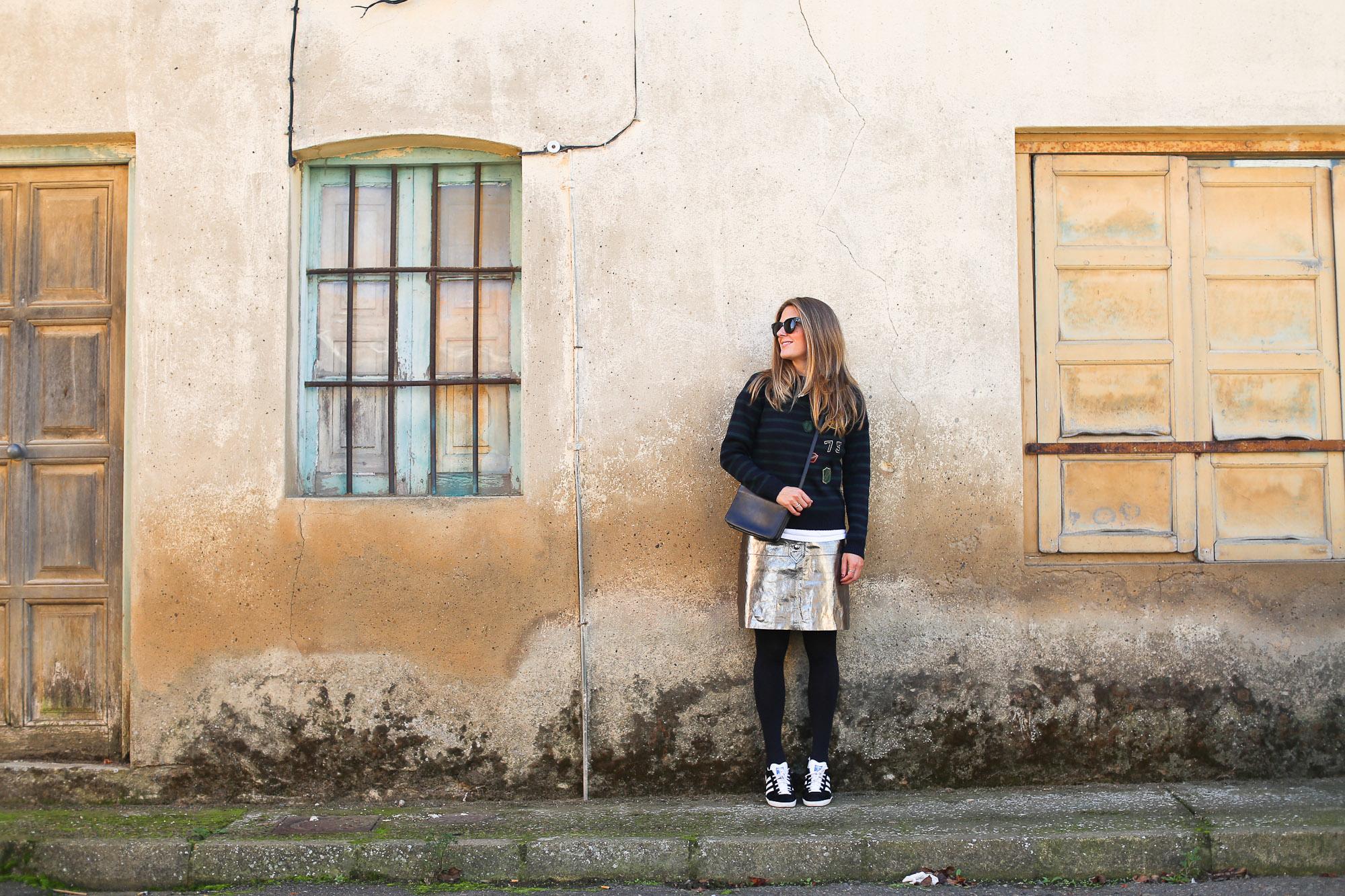 Clochet_streetstyle_fashionblogger_zarametallicleatherskirt_claudiepierlot_stripedknit_adidasgazelle