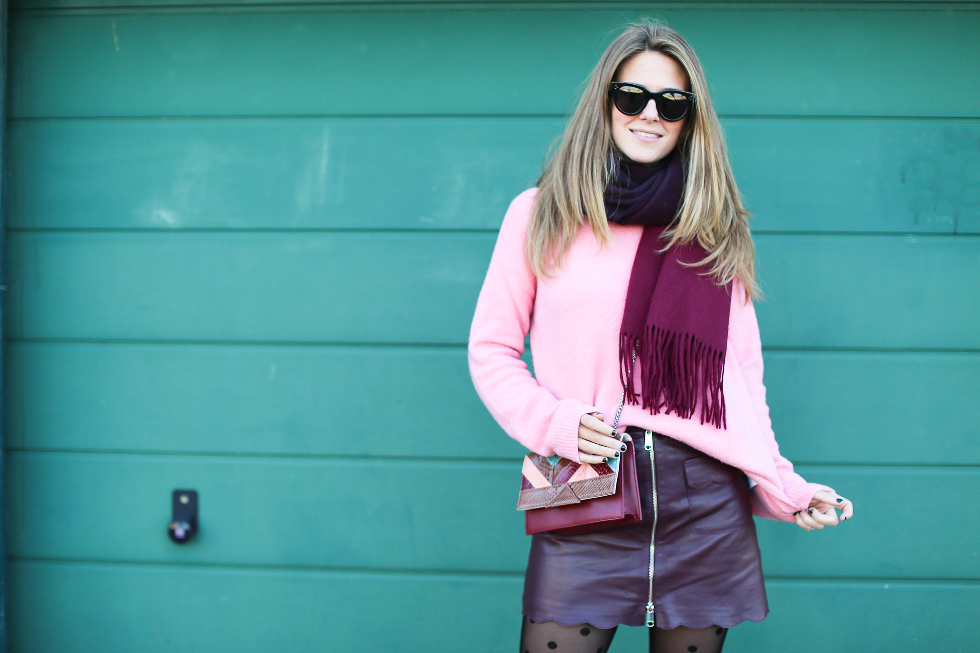 Clochet_streetstyle_fashionblogger_Max&Co_leatherminiskirt_andtherstories_pinksweater_celinesunglasses-5