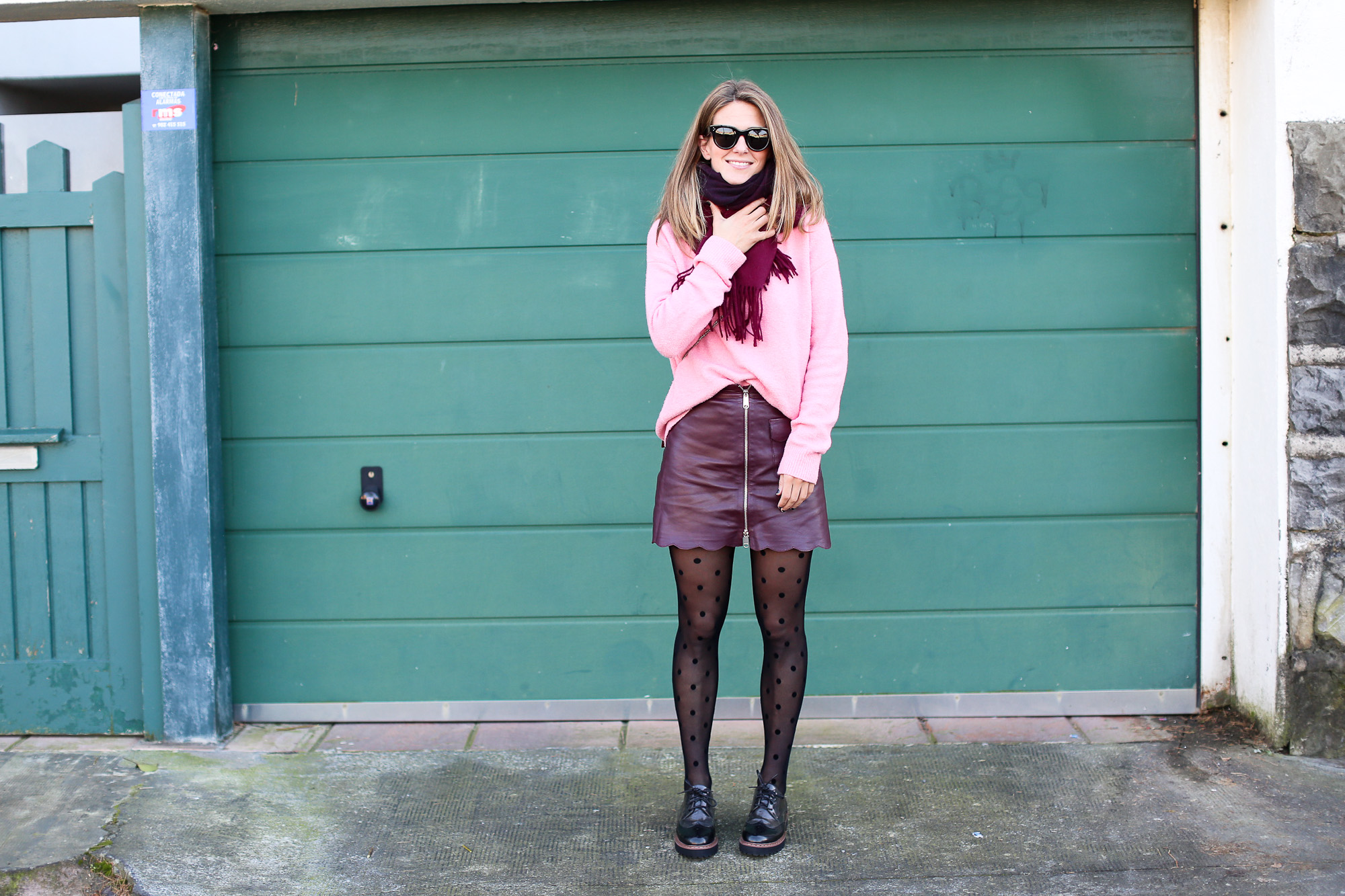 Clochet_streetstyle_fashionblogger_Max&Co_leatherminiskirt_andtherstories_pinksweater_celinesunglasses