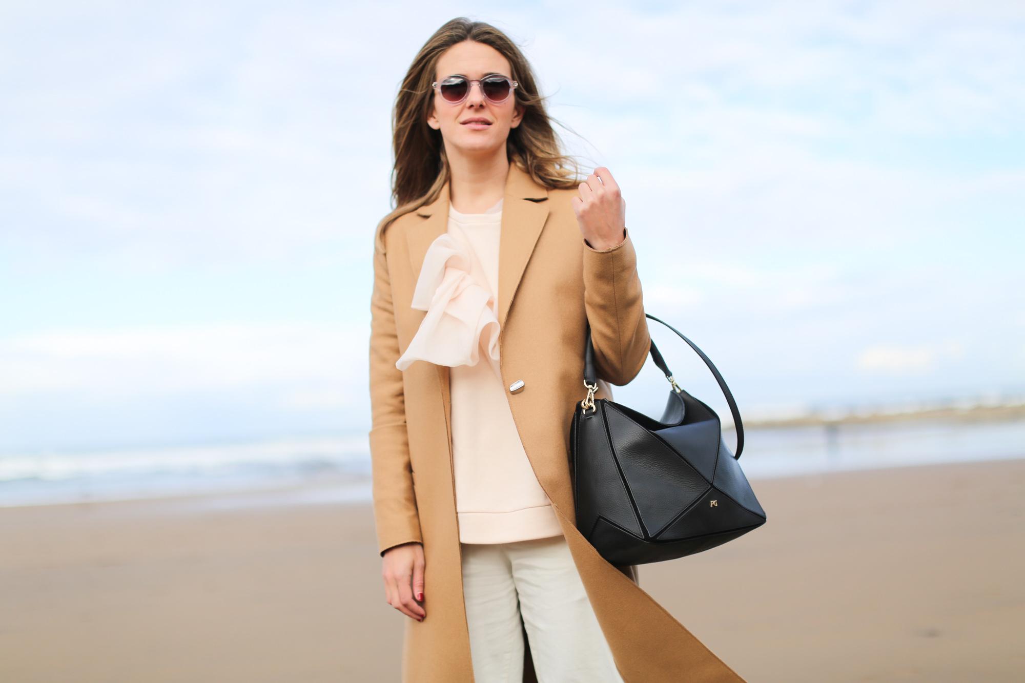 Clochet_streetstyle_fashionblogger_andotherstories_onebuttonwoolcamelcoat_adidasStanSmith_PurificacionGarciabolsoTangram-7
