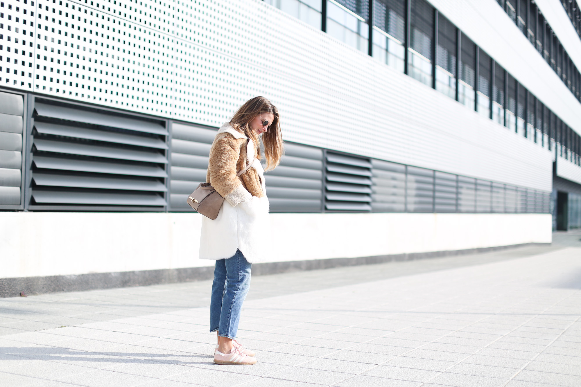 Clochet_streetstyle_fashionblogger_asosfauxfurteddycoat_pinkadidashamburg_leztinstreet_acnestudiosjeans_pop-2