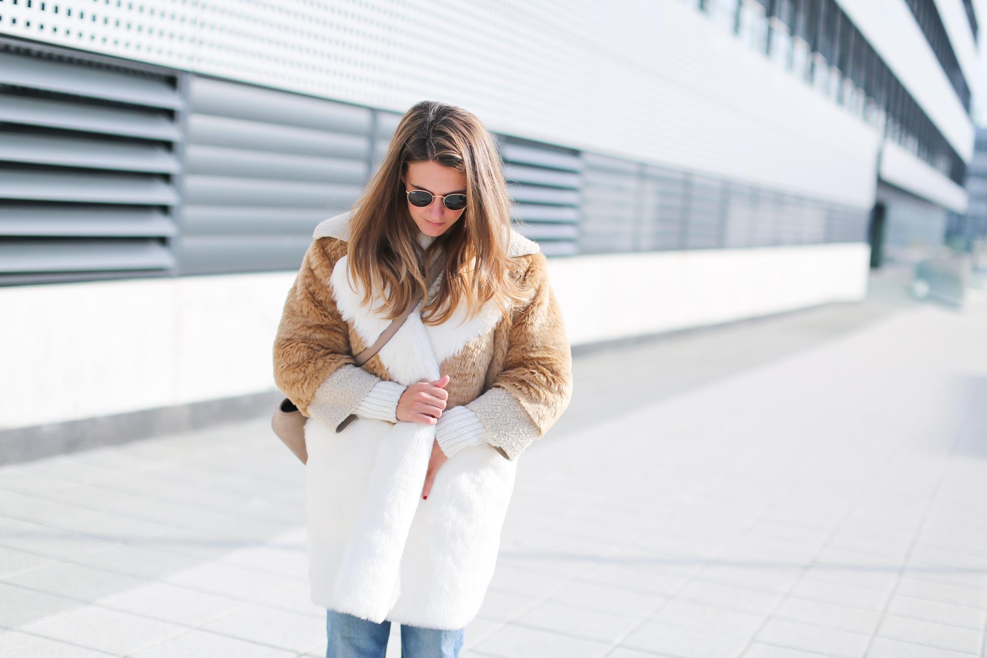 Clochet_streetstyle_fashionblogger_asosfauxfurteddycoat_pinkadidashamburg_leztinstreet_acnestudiosjeans_pop-4