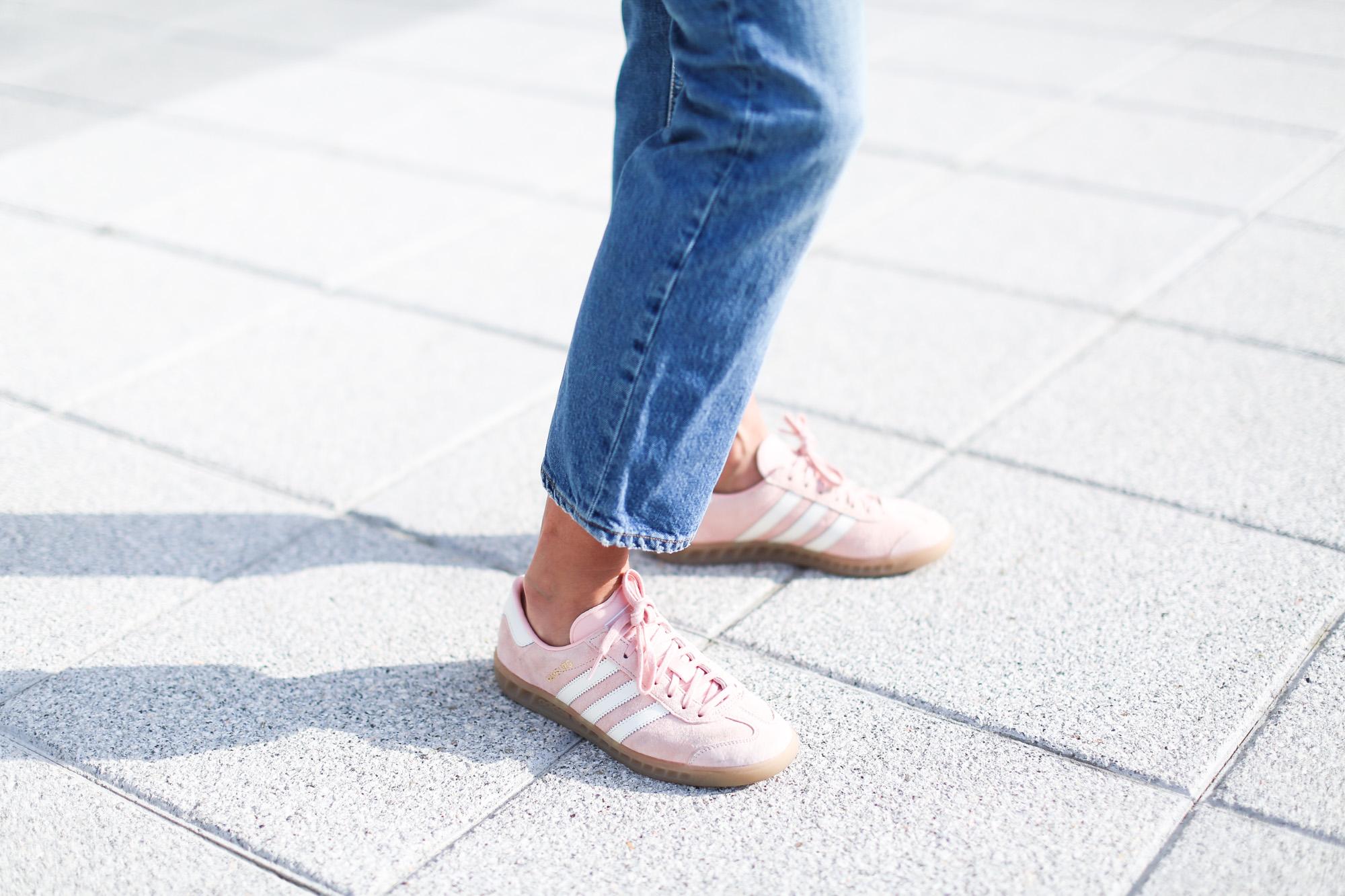 Clochet_streetstyle_fashionblogger_asosfauxfurteddycoat_pinkadidashamburg_leztinstreet_acnestudiosjeans_pop-5