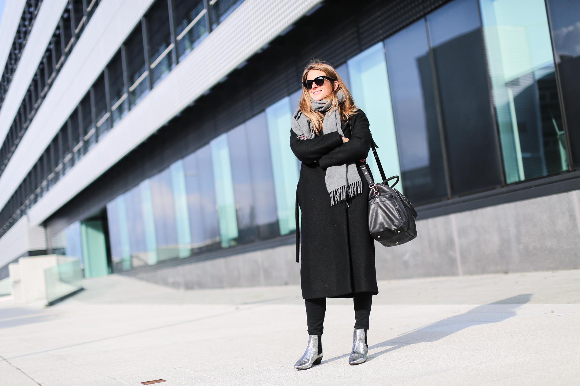 Clochet_streetstyle_fashionblogger_josefinabags_cosabrigolargolana_botinespielplateadosMaje_bufandaAcneStudiosCanada-2