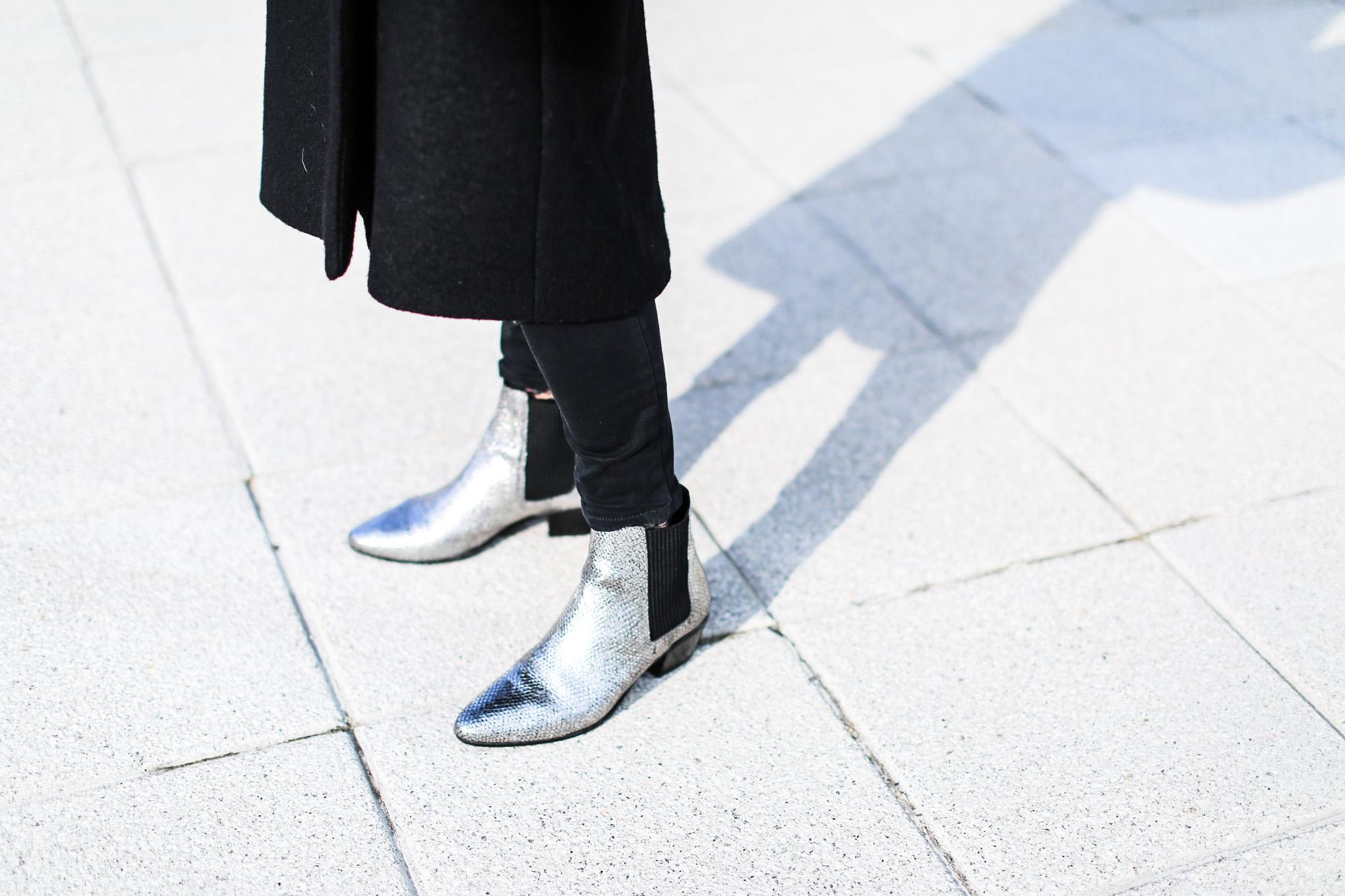 Clochet_streetstyle_fashionblogger_josefinabags_cosabrigolargolana_botinespielplateadosMaje_bufandaAcneStudiosCanada-3