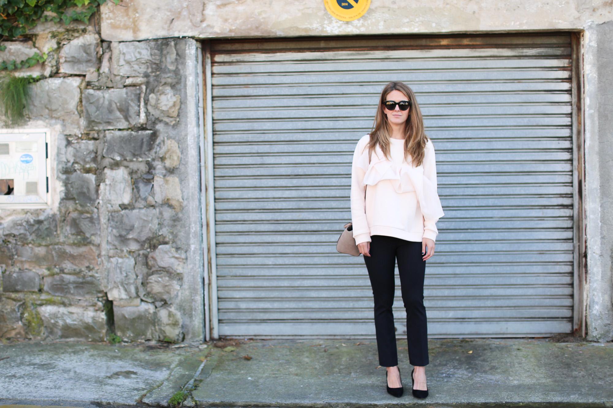 clochet_streetstyle_fashionblogger_cosnuderibbonsweatshirt_otherstoriessuedestilettos_coswoollongcoat-5
