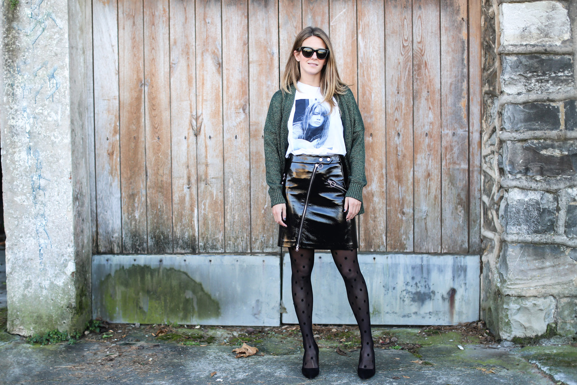 clochet_streetstyle_fashionblogger_minifaldarockeracharolzara_camiserahardypromod_abrigolargolanacos-4
