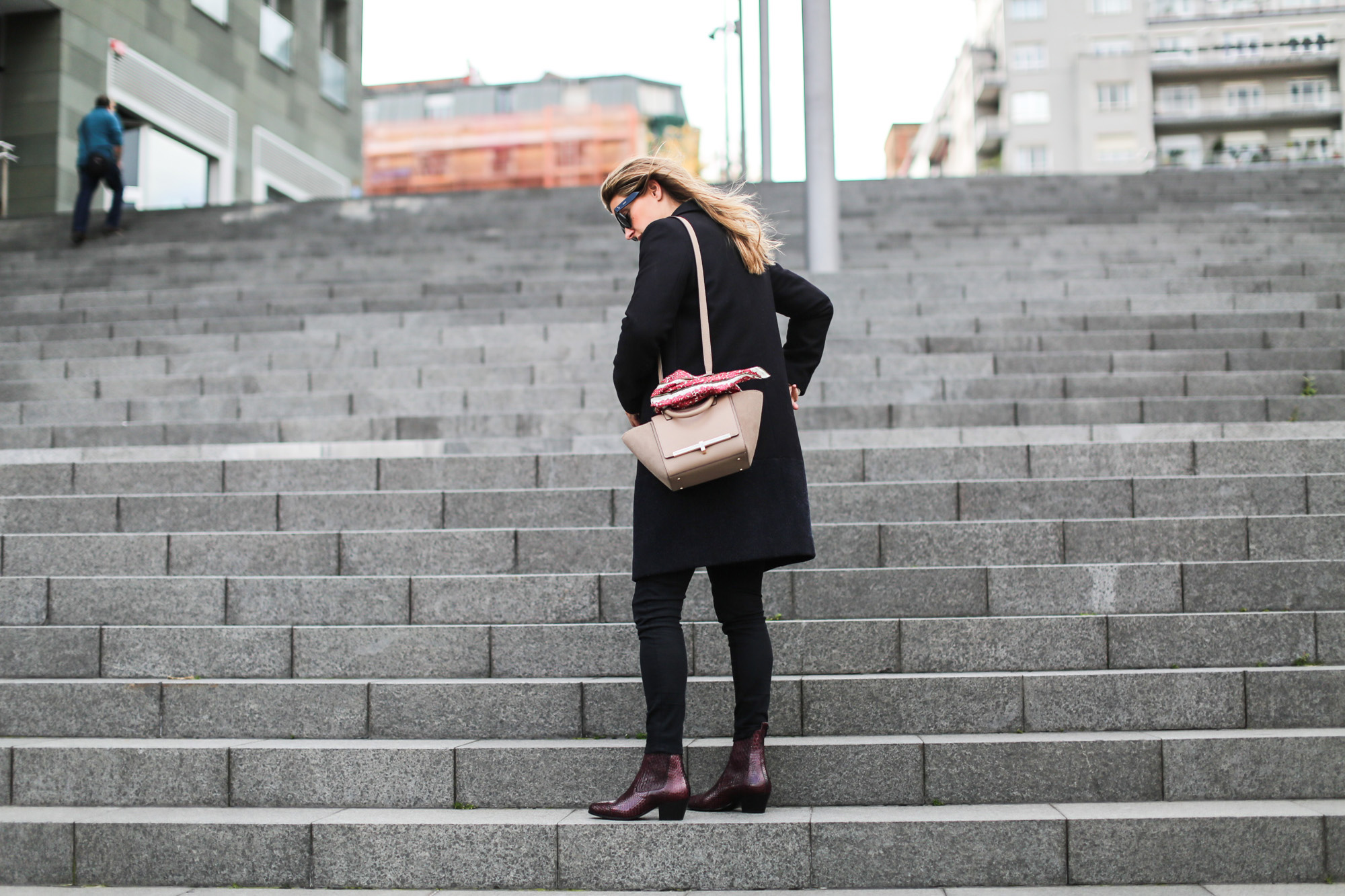clochet_streetstyle_fashionbloggerbilbao_sandro_phytonleatherankleboots_purificaciongarcia_bolsopiel-3