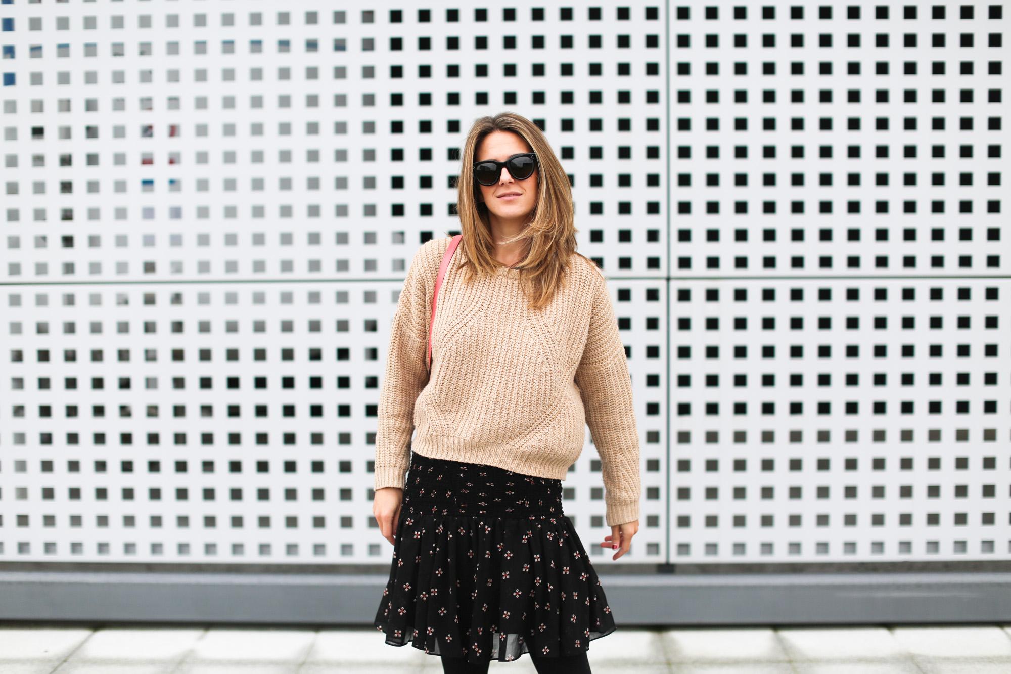 Clochet_streestyle_fashionblogger_minifaldafruncidamaje_botinesdickerIsabelMarant_bolsominiparadisredtitamadrid-5