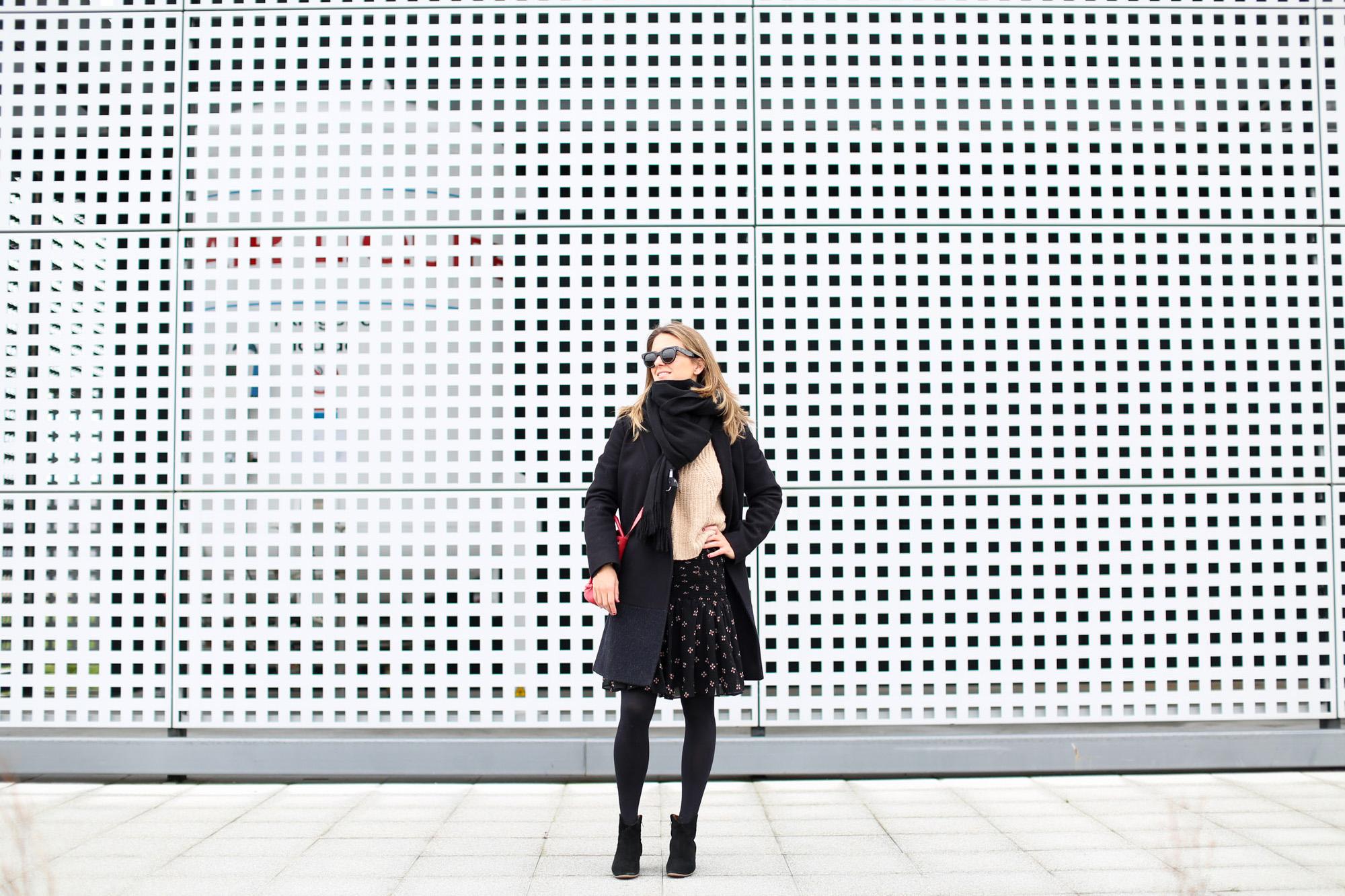 Clochet_streestyle_fashionblogger_minifaldafruncidamaje_botinesdickerIsabelMarant_bolsominiparadisredtitamadrid