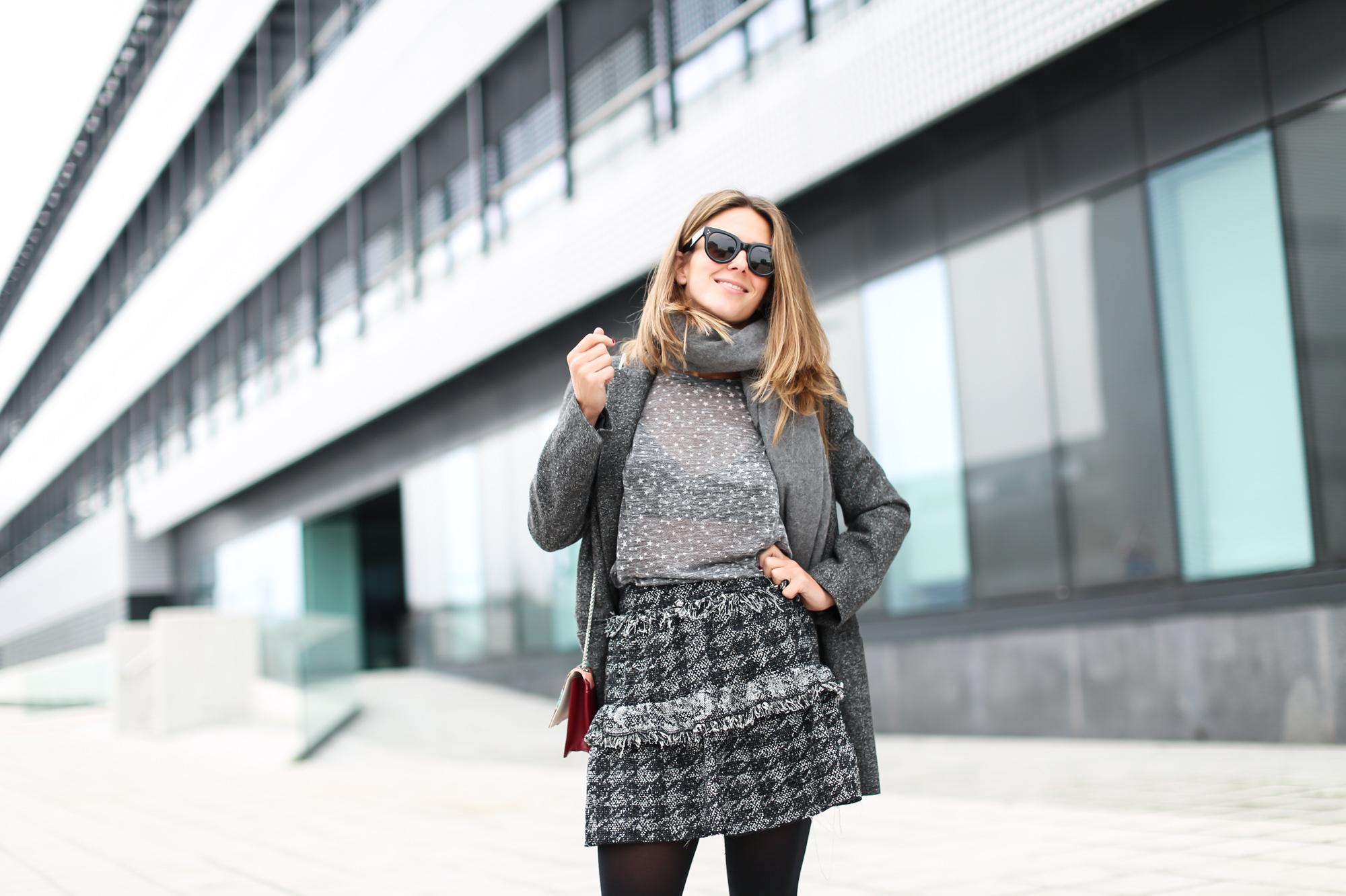 Clochet_streestyle_fashionblogger_minifaldatweedgriszara_botinesdickerisabelmarant_bolsospigatitamadrid_gafasdesolceline-3