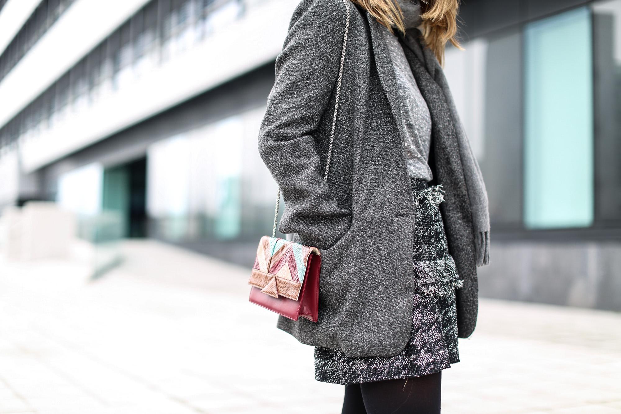 Clochet_streestyle_fashionblogger_minifaldatweedgriszara_botinesdickerisabelmarant_bolsospigatitamadrid_gafasdesolceline-5