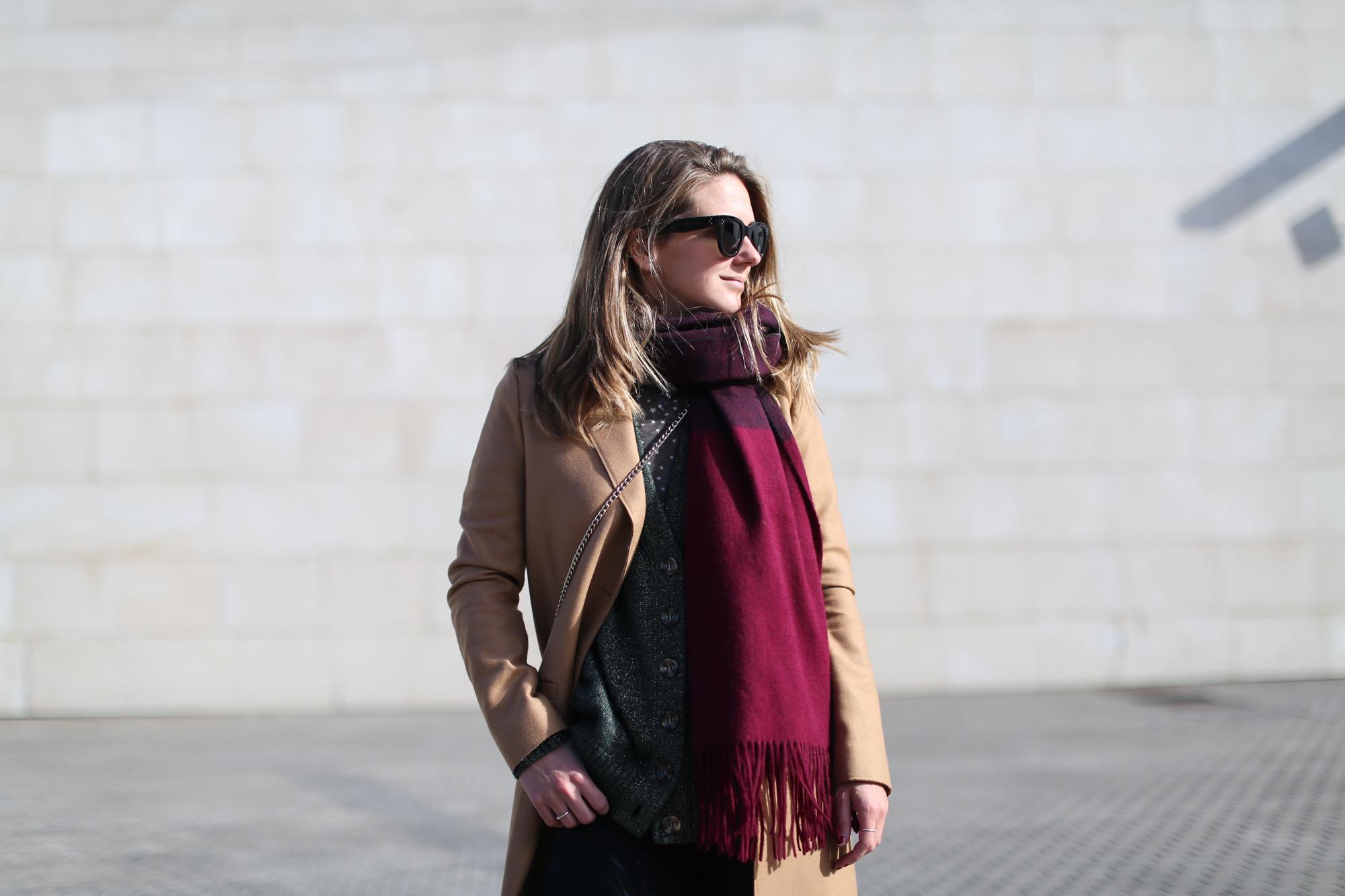 Clochet_streestyle_fashionblogger_&otherstories_abrigocamel_nikepegasus_topshopjamiejeans-5