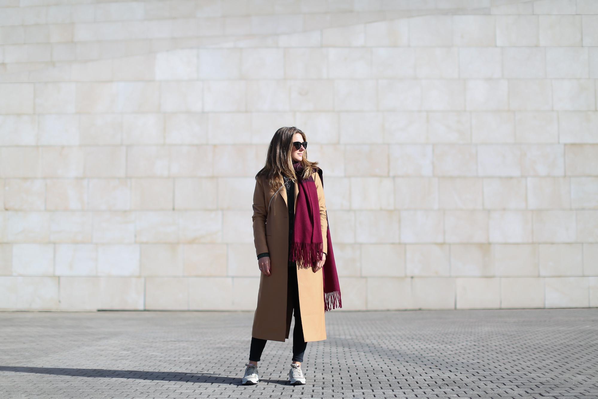 Clochet_streestyle_fashionblogger_&otherstories_abrigocamel_nikepegasus_topshopjamiejeans
