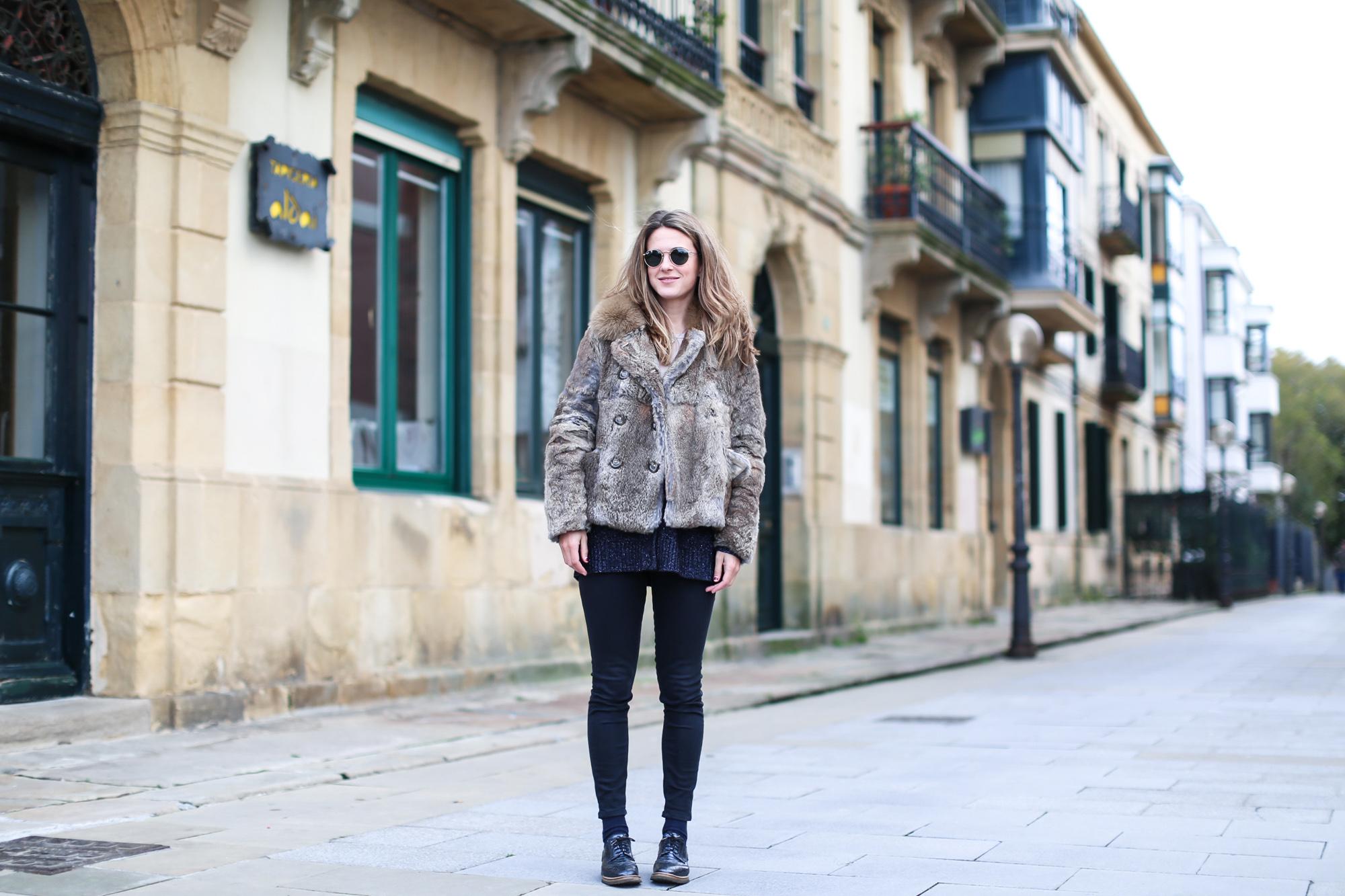 Clochet_streestyle_fashionblogger_topshopjamiejeans_zaranavyglitterknit_furcoat-2