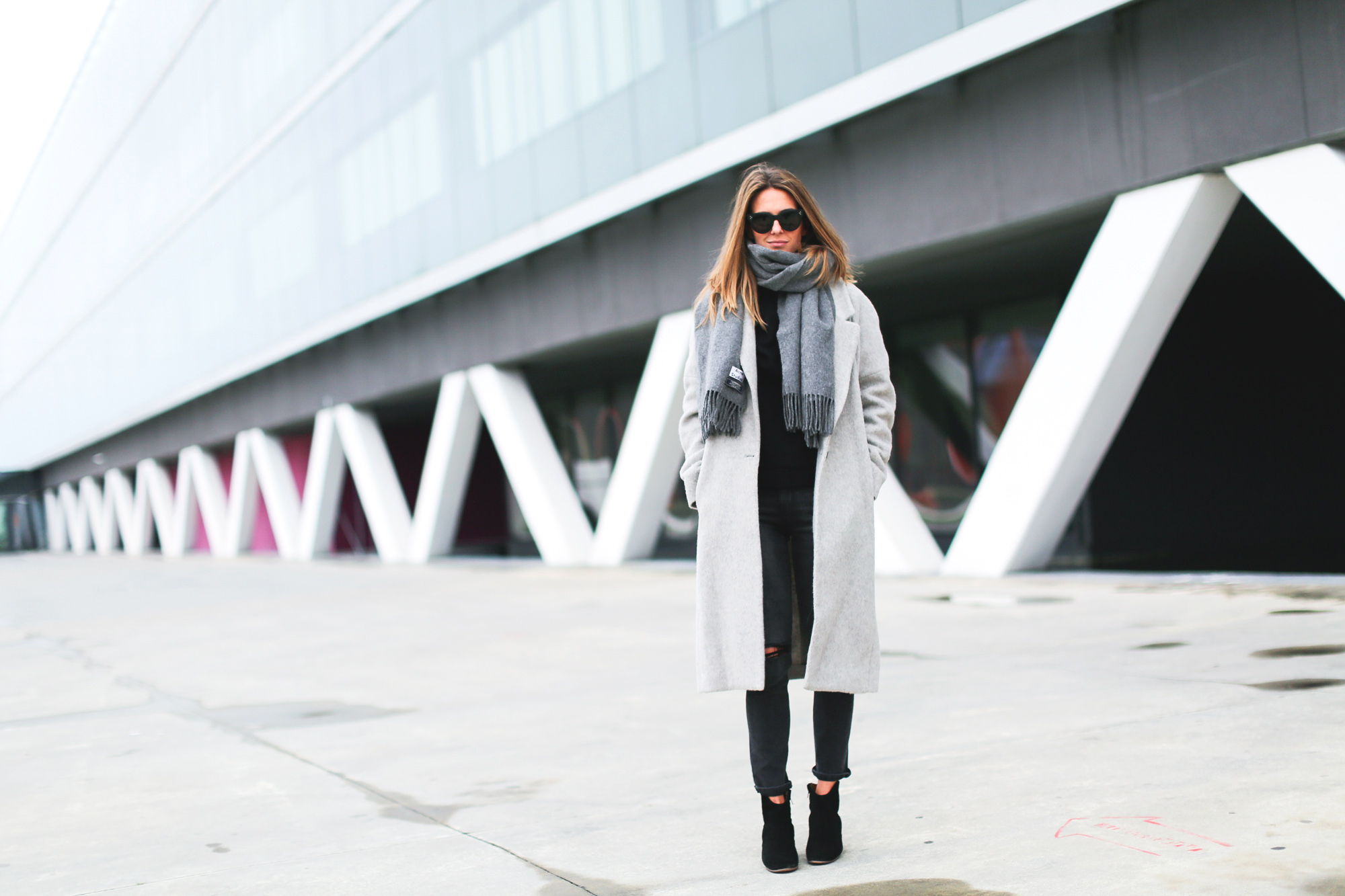 Clochet_streetstyle_fashionblogger_abrigolargogrislanamango_isabelmarantdicker_sudaderalazoclaudiepierlot-3