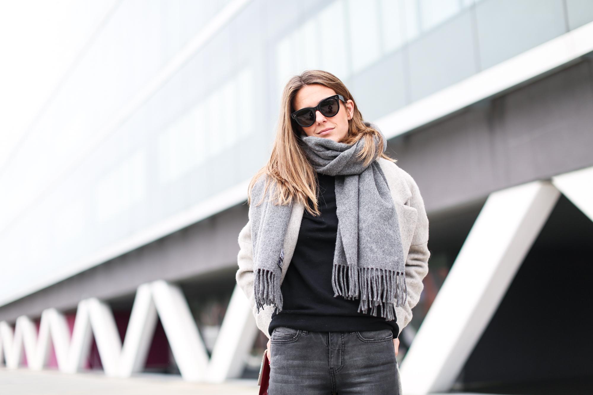 Clochet_streetstyle_fashionblogger_abrigolargogrislanamango_isabelmarantdicker_sudaderalazoclaudiepierlot-4
