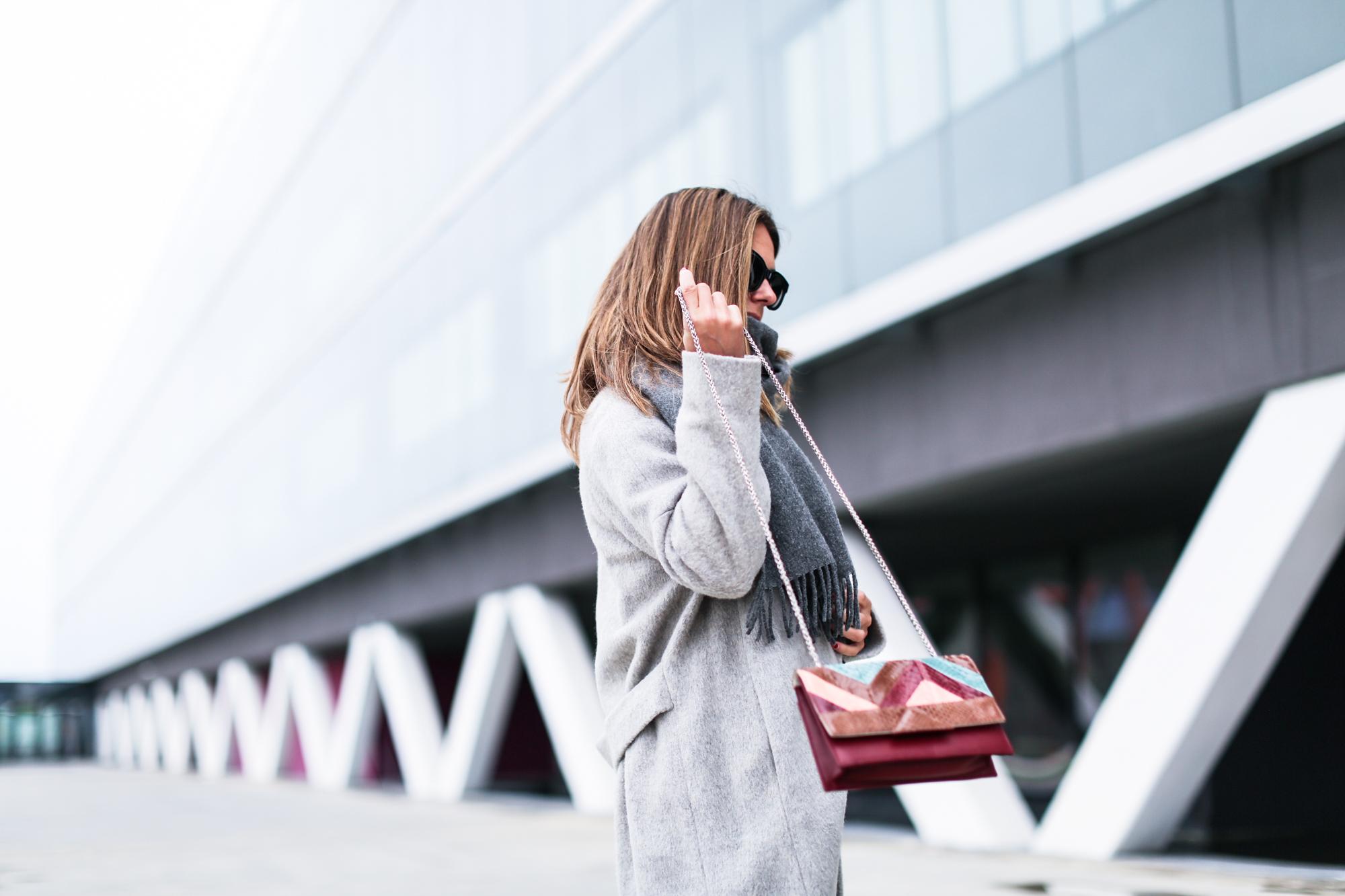 Clochet_streetstyle_fashionblogger_abrigolargogrislanamango_isabelmarantdicker_sudaderalazoclaudiepierlot-5