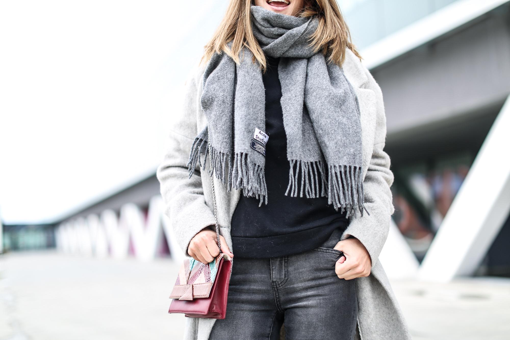 Clochet_streetstyle_fashionblogger_abrigolargogrislanamango_isabelmarantdicker_sudaderalazoclaudiepierlot-6