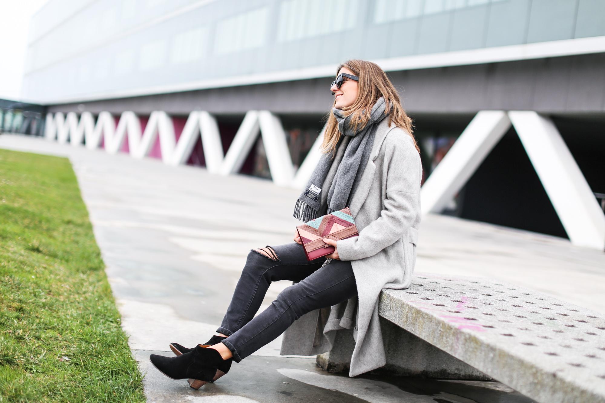 Clochet_streetstyle_fashionblogger_abrigolargogrislanamango_isabelmarantdicker_sudaderalazoclaudiepierlot-7