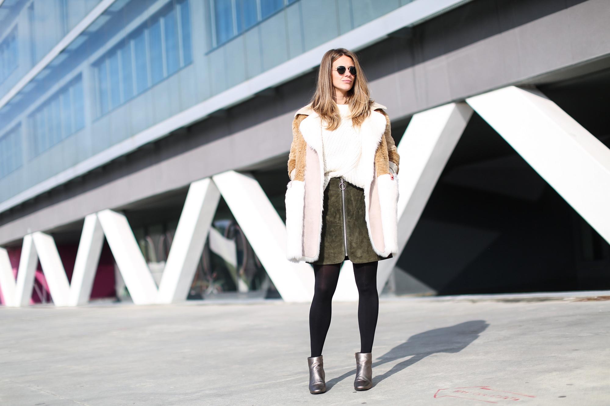 Clochet_streetstyle_fashionblogger_asosfauxfurcoat_minifaldaantezara_botinespieldorados-2