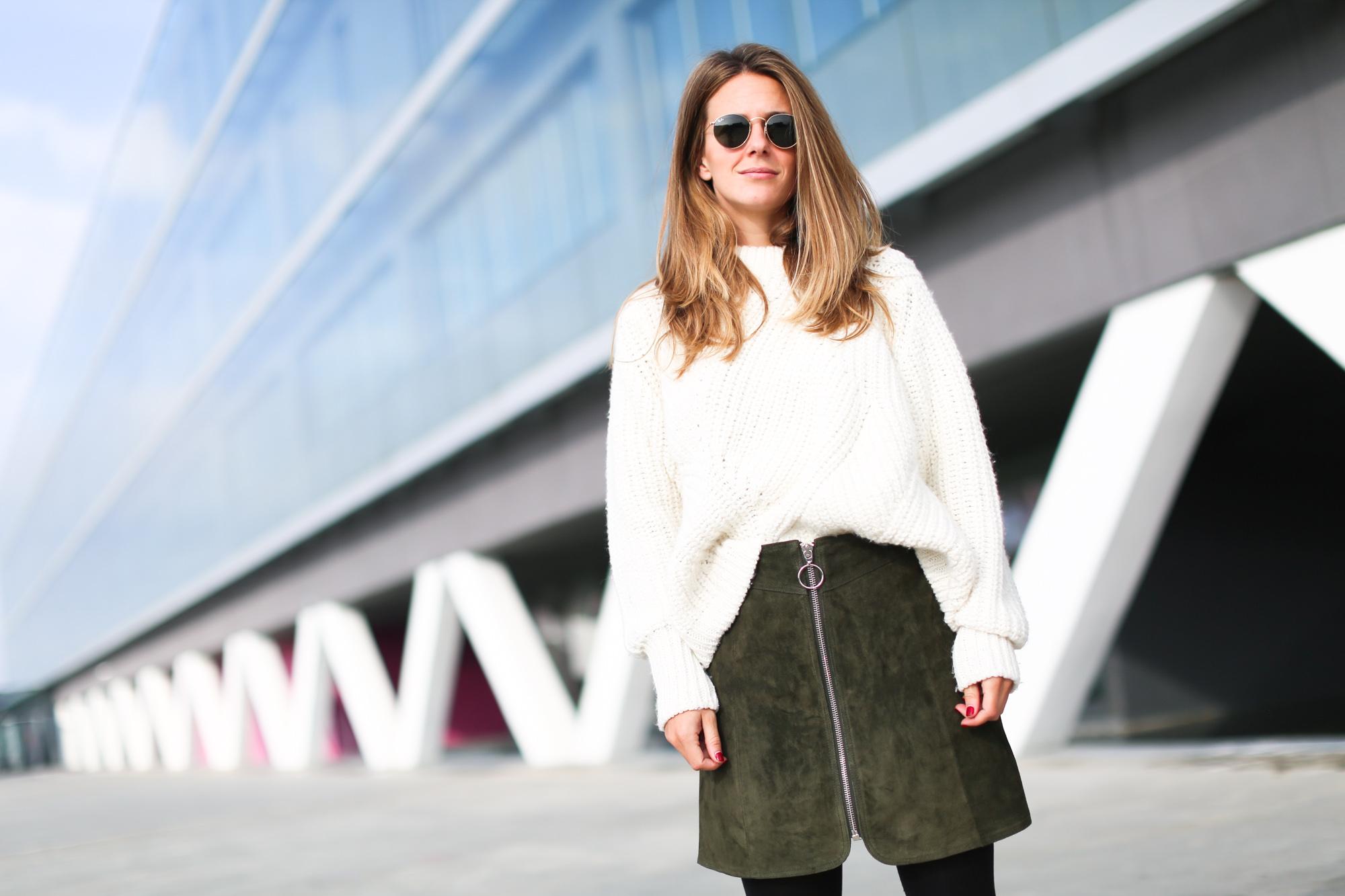 Clochet_streetstyle_fashionblogger_asosfauxfurcoat_minifaldaantezara_botinespieldorados-5