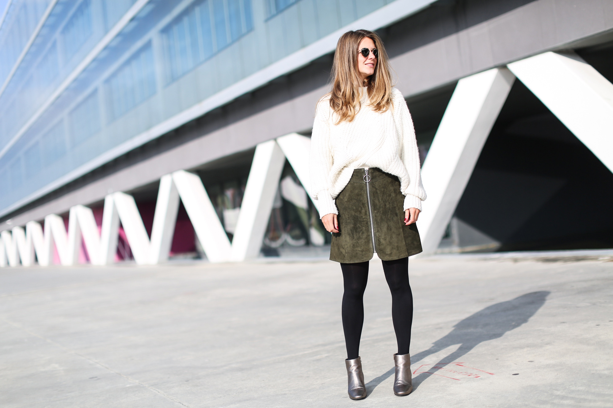 Clochet_streetstyle_fashionblogger_asosfauxfurcoat_minifaldaantezara_botinespieldorados-6