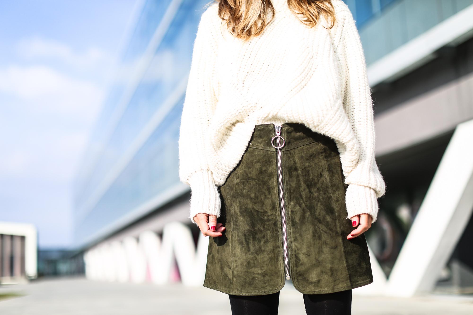 Clochet_streetstyle_fashionblogger_asosfauxfurcoat_minifaldaantezara_botinespieldorados-8