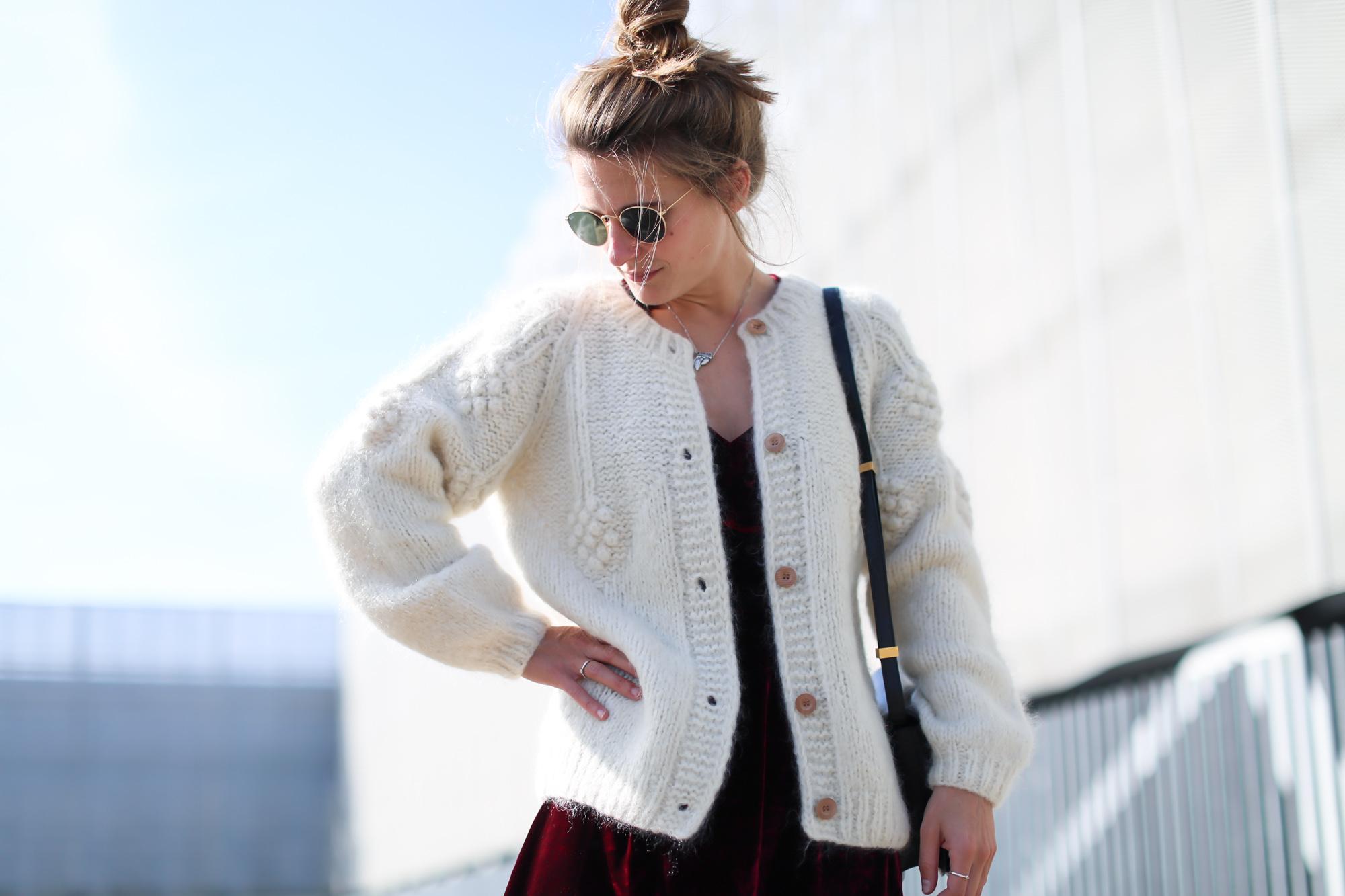 Clochet_streetstyle_fashionblogger_intropia_jerseylanaochosabiertogordito_vestidoterciopelomasscob_adidassambablancas-5
