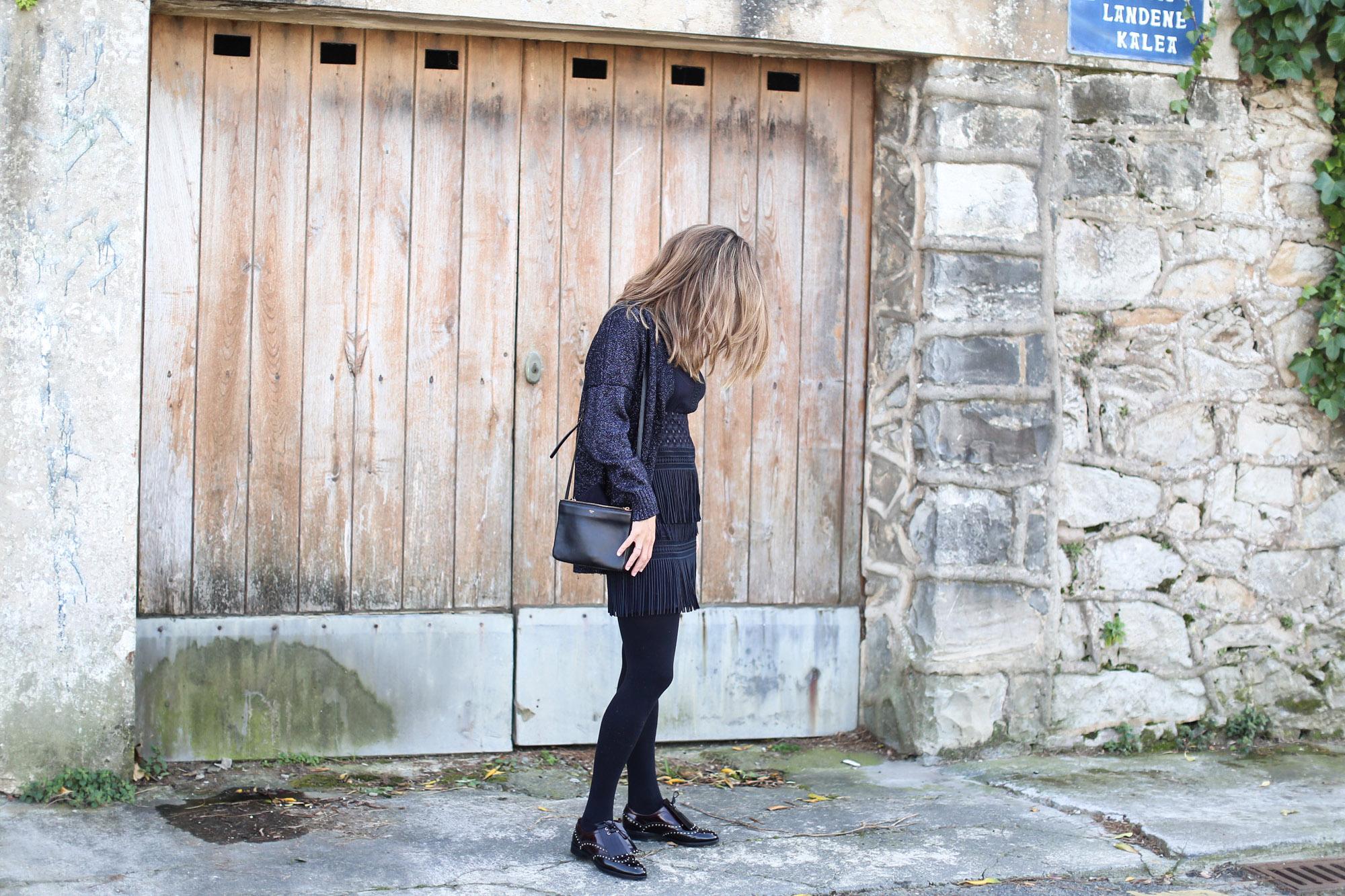 Clochet_streetstyle_fashionblogger_zapatosplanosbroguestachuelasPertini_vestidoMajeflecosReia-2