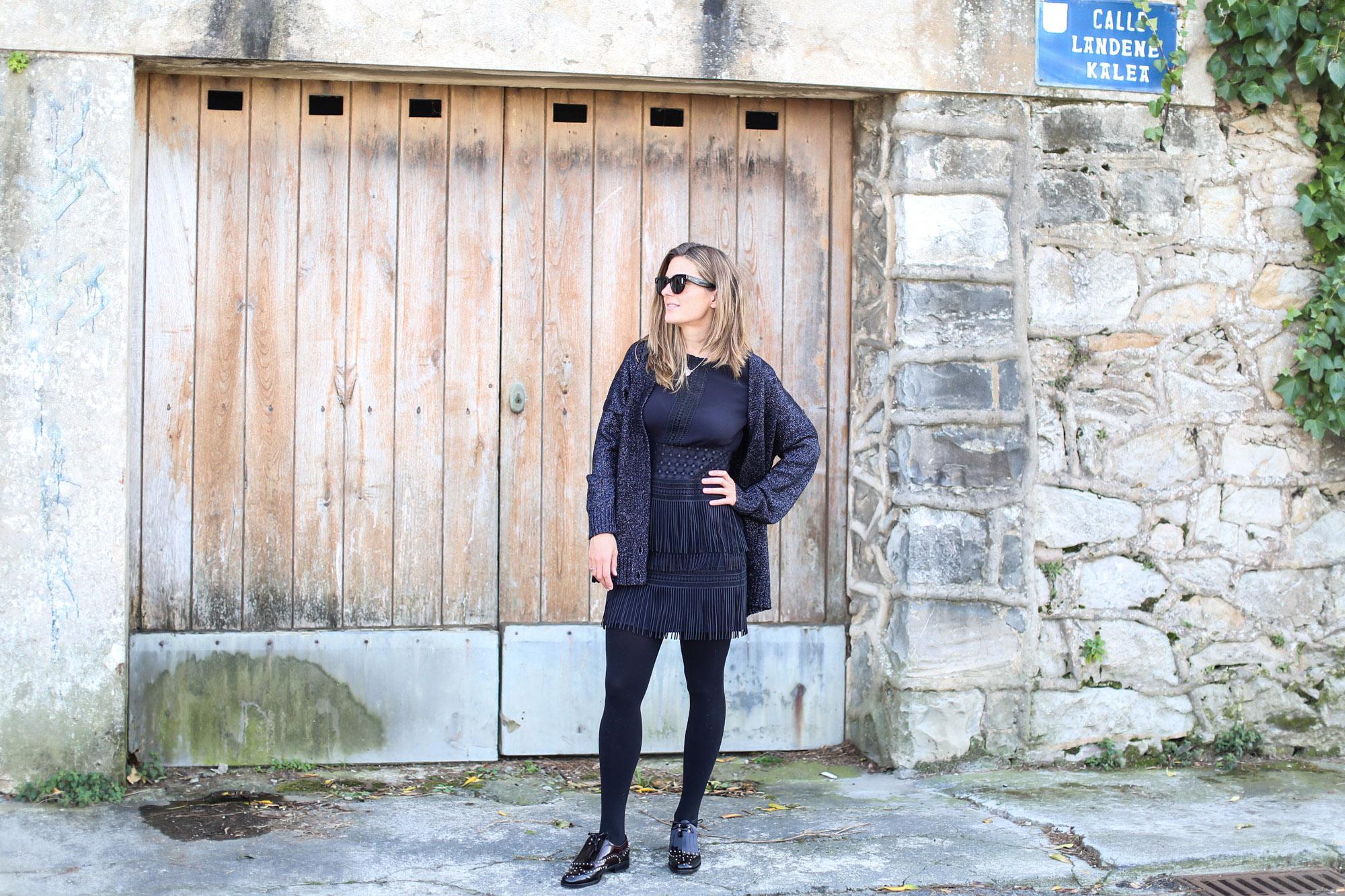 Clochet_streetstyle_fashionblogger_zapatosplanosbroguestachuelasPertini_vestidoMajeflecosReia
