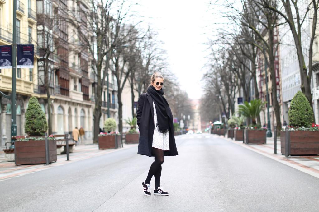 Clochet_adidasgazelle_vestidolunares