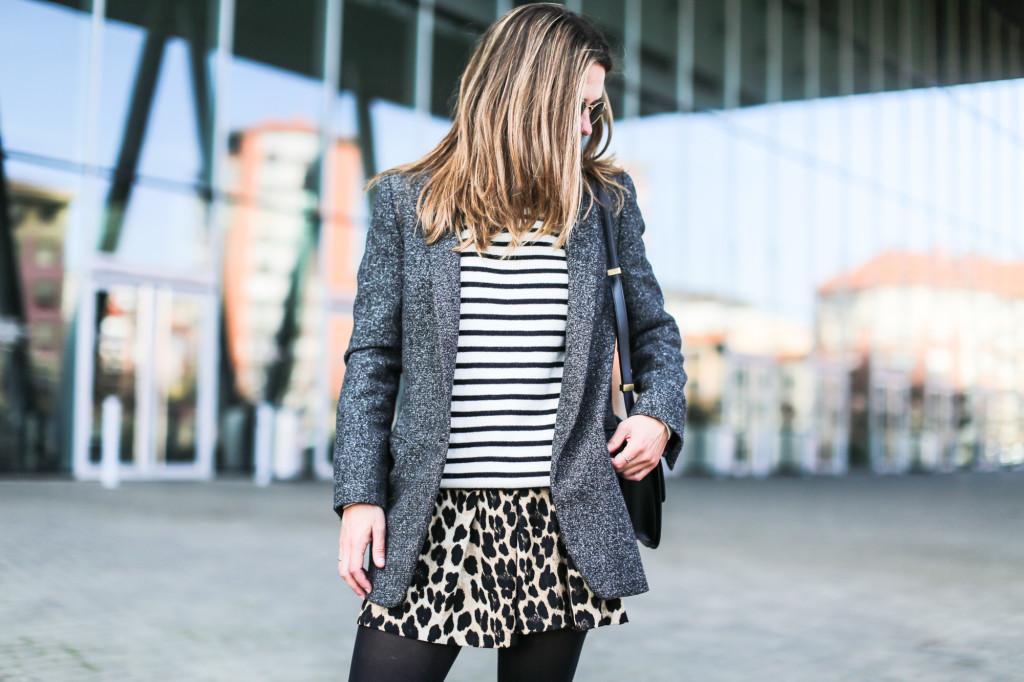 Clochet_streetstyle_fashionblogger_shortsestampadoleopardozara_adidasgazelle_jerseymarinerorayaslanacos_celineboxbag-3