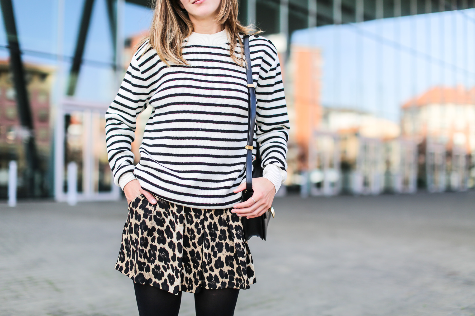 Clochet_streetstyle_fashionblogger_shortsestampadoleopardozara_adidasgazelle_jerseymarinerorayaslanacos_celineboxbag-5