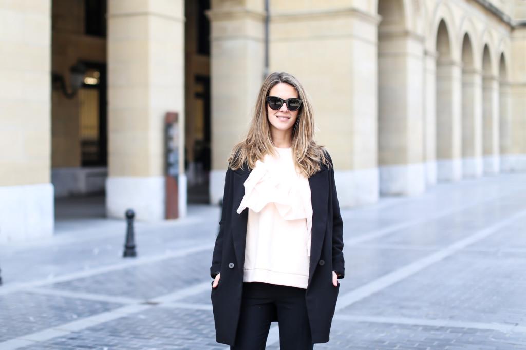 Clochet_streetstyle_fashionblogger_sudaderanudevolanteCOS_pantaloneschinoslanaCOS_adidasSambablancas-3