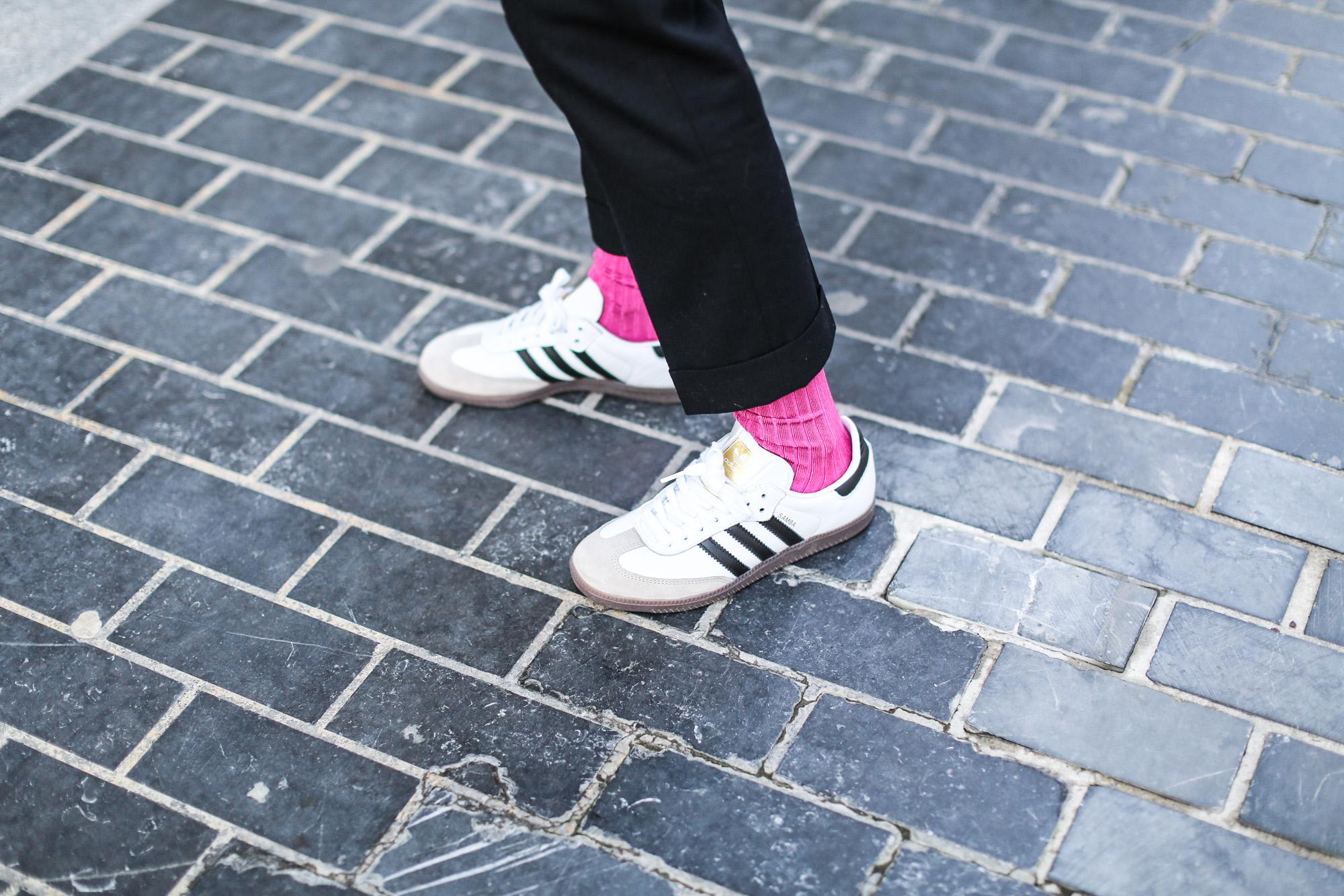 Clochet_streetstyle_fashionblogger_sudaderanudevolanteCOS_pantaloneschinoslanaCOS_adidasSambablancas-6