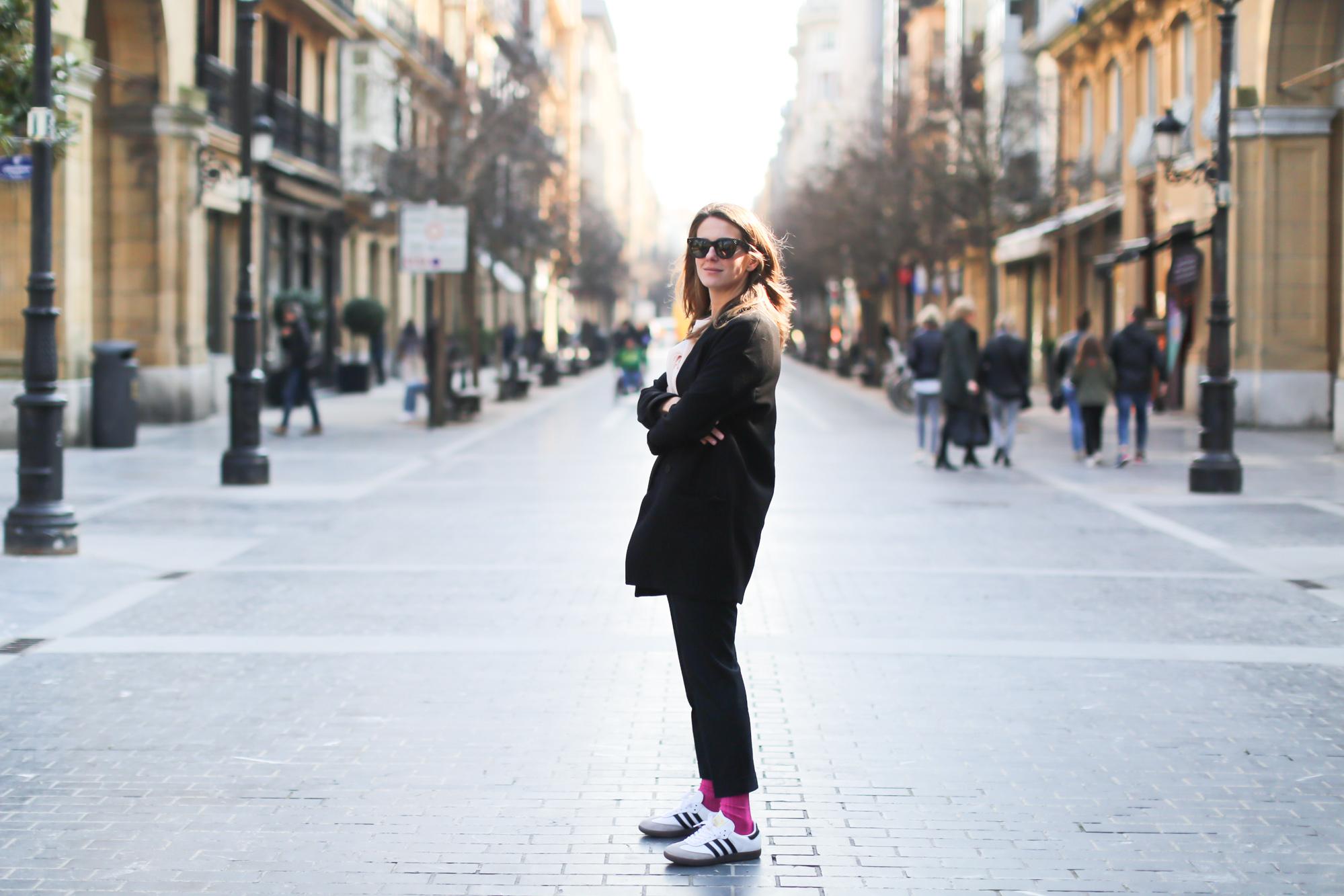 Clochet_streetstyle_fashionblogger_sudaderanudevolanteCOS_pantaloneschinoslanaCOS_adidasSambablancas-8