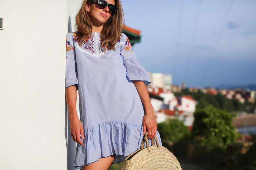 Mini vestido bordado Zara