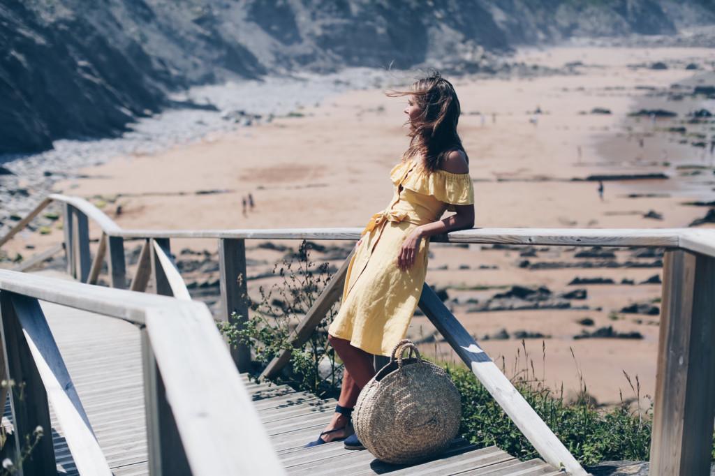 Mini Vestido amarillo hombros descubiertos
